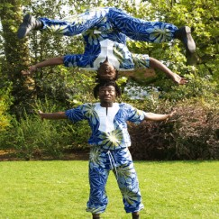 African_acrobats_ghana.jpg