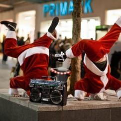Breakdance-Bad-Santas.jpg