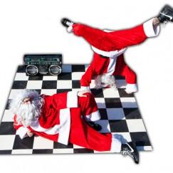 Breakdance-Bad-Santas-3.jpg