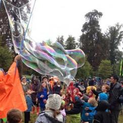 Bubbles_in_the_rain.jpg