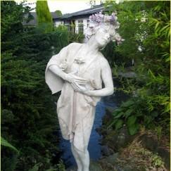 Female_Stone_Statue.jpg