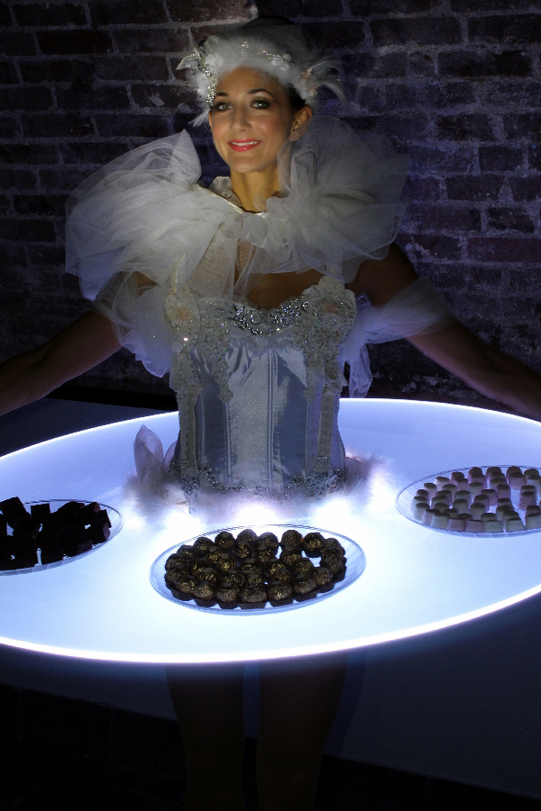 Swan lake strolling canape tables for Canape table