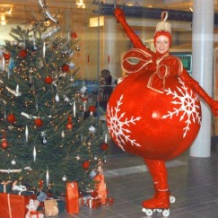 Roller-skating-xmas-bauble.jpg