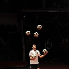 football-juggler-3.jpg
