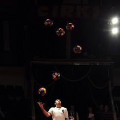 football-juggler-4.jpg