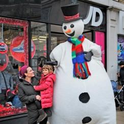 snowman-at-wimboldon-with-kid.jpg