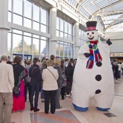 snowman_stilt-walker.jpg