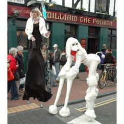 Fifi-le-Poodle-and-Mlle-Belle-stilt-performance-3