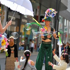 Gravitylive - Stilt Walkers - Spring Bouquet 3