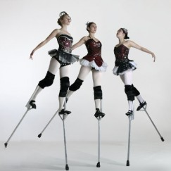 The-London-Cirque-Ballet-stilt-performance-4