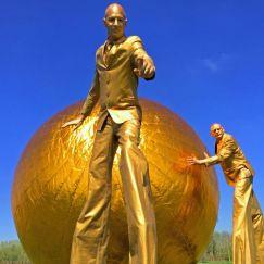 gold-stilt-walkers