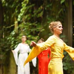 Arcadians-in-colour-stilt-performance-3-Divine-Company