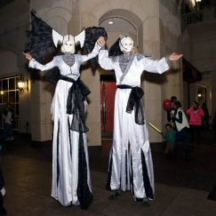 eleganza-stilt-walkers