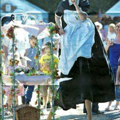 tea-lady-on-stilts
