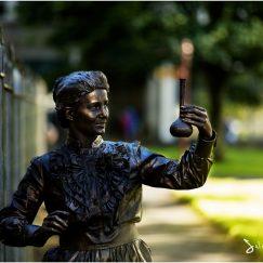 Marie-Sklodowska_Curie-scientist_living_statue_lutrek